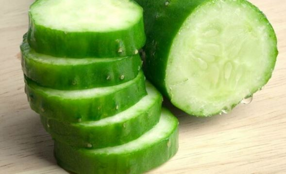 Cucumber for freckle removal